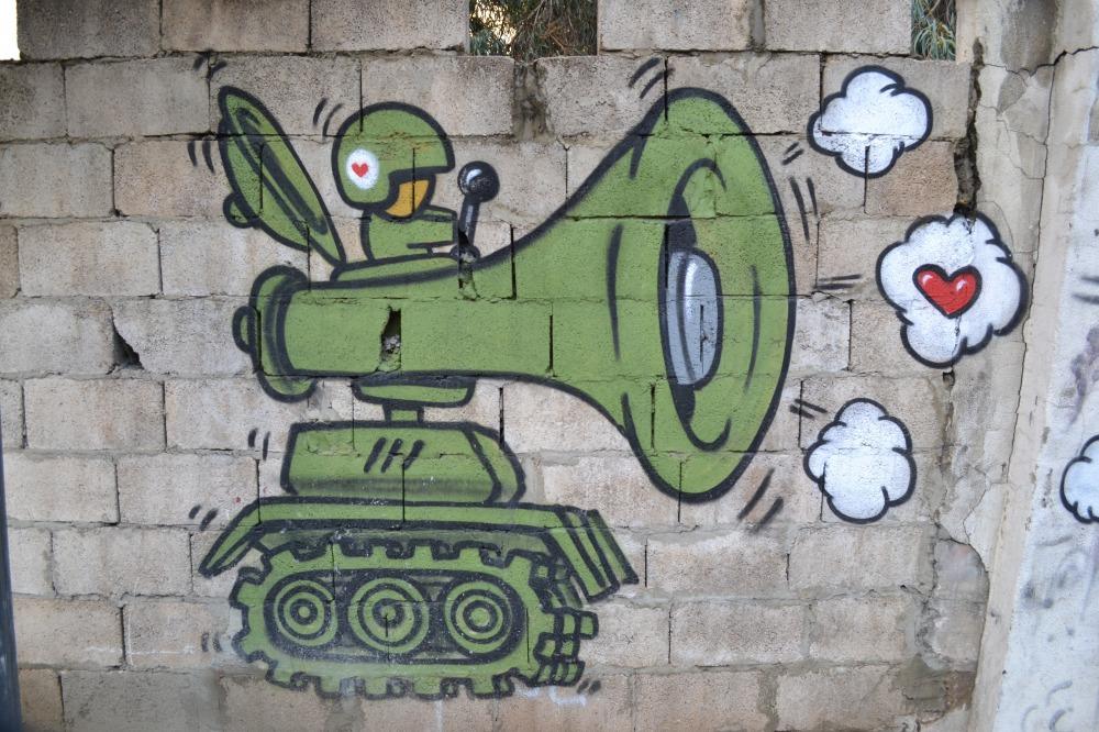 Beyrut Walls urban metaphor tank heart