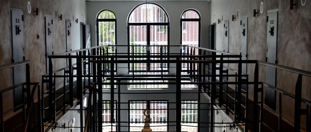 HET ARRESTHUIS hotel prison inside