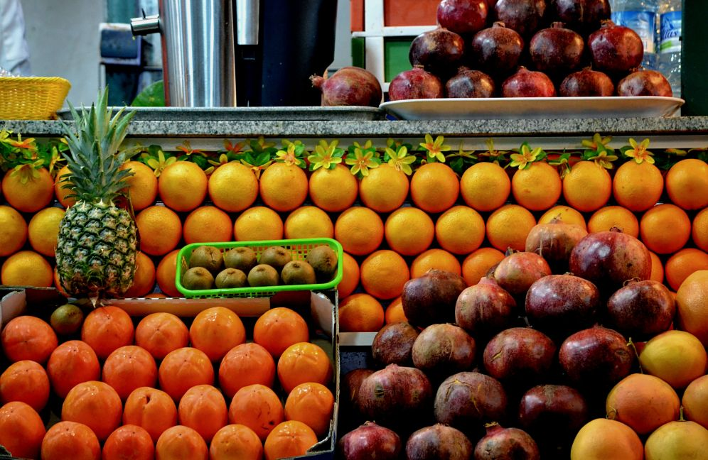 Pyramids of fruits, Colors of the souk, 5 ways to explore Marrakech, Take time to immerse yourself in Jamaa el Fna square, Medina, Marrakech, Morocco