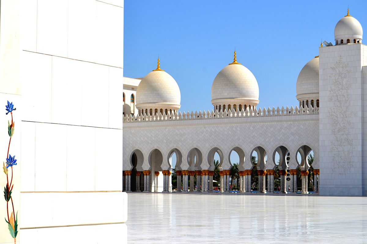 5 REASONS TO STOP AT ABU DHABI: FROM THE DESERT TO THE CITY IN TRANSITION