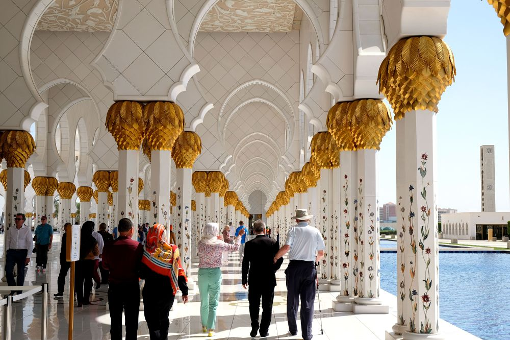AbuDhabi-Mosque-Tourists