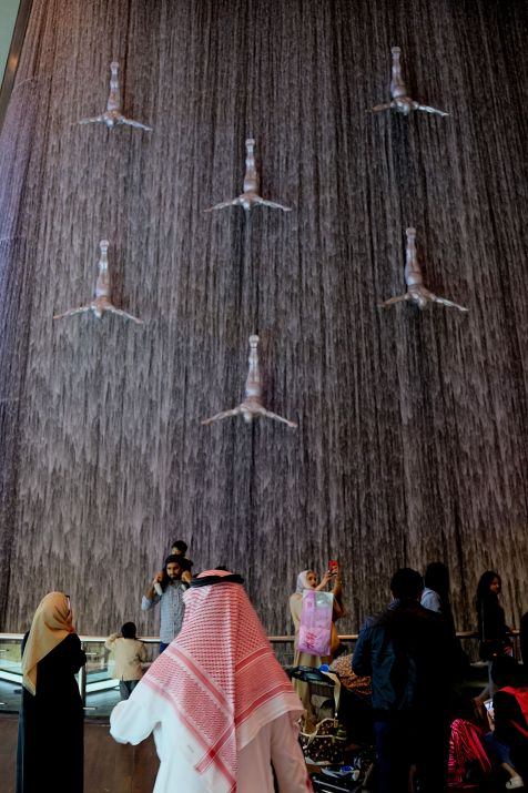 Dubai shopping mall fountain